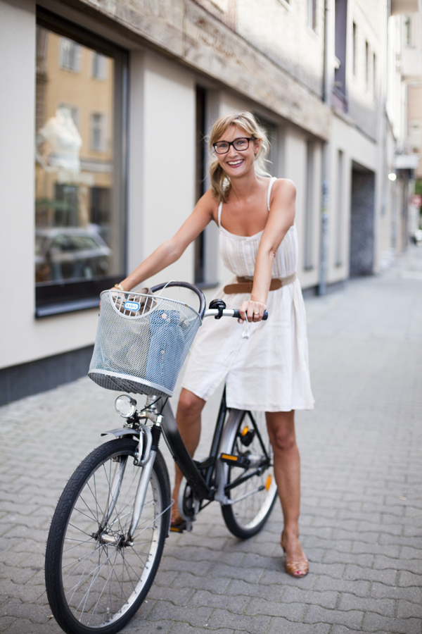 tumblr lpiessKx8w1qbyqwv Women on Bicycles
