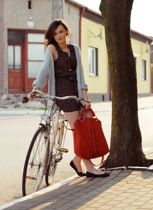 tumblr ltg3j6nDyX1qakvm6o1 500 Women on Bicycles