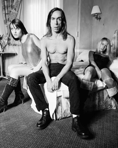 Iggy pop shirtless in a hotel room with two women